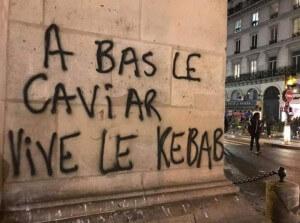 """Graffiti in Frankreich: """"Nieder mit dem Kaviar, es lebe der Döner"""""""
